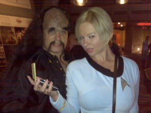 Televixen and jorDeKlingon at the Tweetup in Space Quest Bar.